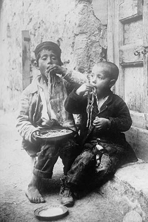 Two Neapolitan Children slurp down Spaghetti - Art Print